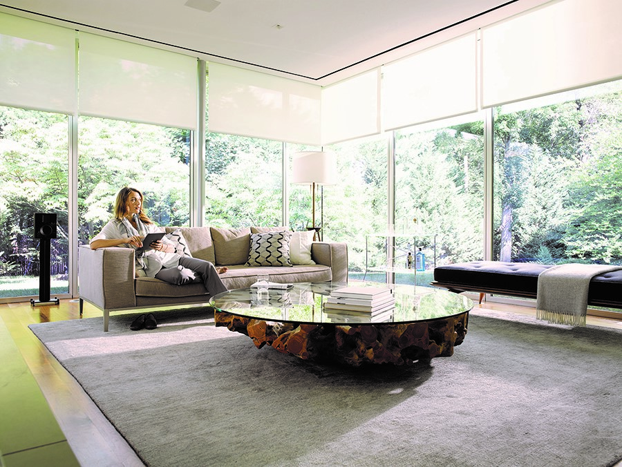Single vs. Dual Roller Shades: What's the Difference?
